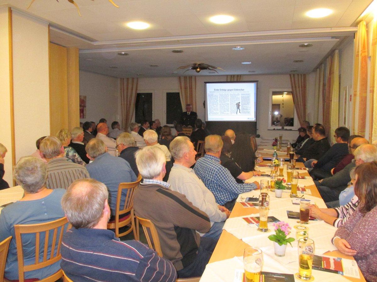 Polizeipräsident Christian Nill bei der Erläuterung der Einbruchzahlen der Region